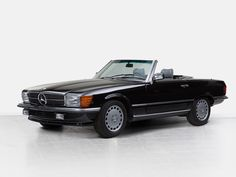 4 | Mercedes-Benz 560 SL with Hardtop, R107, Model Year 1988 | Auctionata