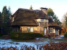 Villa met aangebouwde garage in mengeling van regionale Amsterdamse School-variant en Gooise Landhuisstijl in Haren  Terborgsteeg 4  9751BN Haren  Groningen (gemeente Haren)