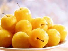 Mirabelky, jimž až na výjimky neřekneme jinak než špendlíky. Nemáte-li čas na... Fruit, Food, Essen, Meals, Yemek, Eten