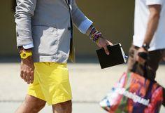 Los colores neon que tanto han gustado este verano vuelven pegando fuerte para la proxima temporada Primavera-Verano 2013. El reloj es un Swath y ronda los 55€. Hay en varios colores y combinan perfectamente con nuestro look neon
