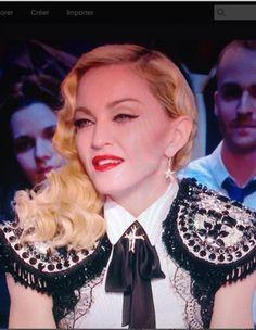 """Cette semaine, Madonna était à Paris. Pas pour la Fashion Week, mais pour le lancement de son album « Rebel Heart ». Invitée sur le plateau du Grand Journal, la star portait un bolero d'une maison de couture française : « On aura tout vu ». Madonna qui porte de la mode française, on dit """"cocorico"""" ! http://www.elle.fr/Mode/La-mode-des-stars/Madonna-qui-porte-de-la-mode-francaise-on-adore-2917620"""