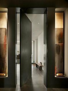 hohe-schwarze-Tür-modernes-Design