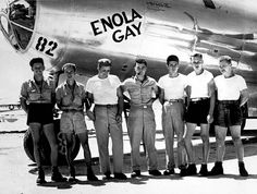 The Enola Gay dropped a plutonium atomic bomb (aka Fat Man) on Nagasaki on August three days after the uranium bombing of Hiroshima. Six days after Nagasaki bombing, Japan announced its surrender to the Allied Powers. Hiroshima E Nagasaki, Hiroshima Bombing, Barack Obama, Bomba Nuclear, First Atomic Bomb, Enola Gay, Jesse Owens, Iwo Jima, Ww2 Photos