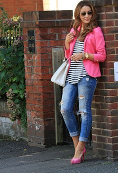 blue jeans fuchsia tacones plataformaslook main Jeans Never Die: 20 Ways How To Wear Jeans