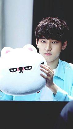 I miss wonwoo please rest well Woozi, Mingyu Wonwoo, Seungkwan, Seventeen Funny, Seventeen Wonwoo, Seventeen Debut, Vernon Chwe, 17 Kpop, Kpop Boy