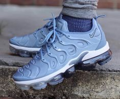 Spanking new women's boots and shoes to allow you to look and feel fabulous. Dr Shoes, Nike Shoes, Air Max Sneakers, Sneakers Nike, Cute Nikes, Blue Nike, Nike Air Vapormax, Sneakers Fashion, Ice