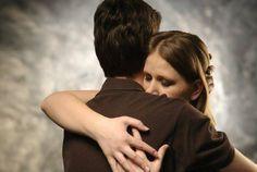 Algo importantísimo en un matrimonio, que en el fondo demuestra la hondura del amor en la pareja, es la capacidad para perdonarse el uno al otro. No creo decir nada extraño al afirmar que es más fá…