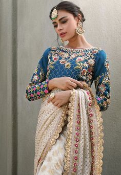 Sanna Abbas ROSHINA (Front) This ivory and turquoise elegant sari is a perfect choice for a glamorous event. Pakistani Couture, Pakistani Bridal Dresses, Pakistani Outfits, Indian Dresses, Indian Outfits, Emo Outfits, Bridal Lehenga, Trendy Outfits, Stylish Blouse Design