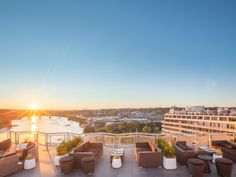 Well-made cocktails and Instagram-worthy views go hand in hand at our favorite hotel rooftop bars around the country.