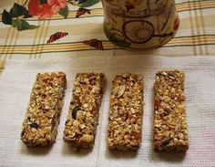 Mogyorós, mazsolás, mézes, magvas, gyümölcsös, zabpelyhes. A gyerekek kedvence. Egészséges energiabomba. Healthy Sweets, Healthy Cooking, Healthy Snacks, Cooking Recipes, Healthy Recipes, Winter Food, Granola, Muffin, Food And Drink
