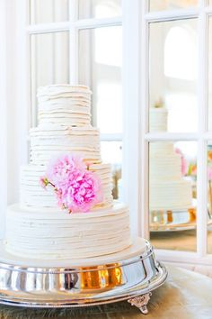 I like the simple cake and especially the silver cake stand