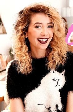 ZOELLA // pinterest : teenageovercast ❤