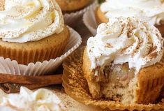 Skip the fork! These homemade Apple Pie Cupcakes are perfectly spiced cupcake stuffed with apple pie filling and topped with a light whipped topping. Made from scratch, this easy recipe is the best taste of home! The perfect way to get your Apple Pie fix! Apple Desserts, Köstliche Desserts, Apple Recipes, Baking Recipes, Delicious Desserts, Dessert Recipes, Apple Pie Cupcakes, Yummy Cupcakes, Filled Cupcakes