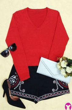 Agora um look da página, moderninho e fashion, pra vocês se inspirarem!  Trata-se de um conjunto de blusão laranja/ferrugem e short preto, bordado. Acrescido de scarpin e óculos quadrado, também pretos e uma bolsa envelope, prata (que contrasta com tudo e dá o toque fashion).  Pode ser usado de dia ou de noite, em ocasiões especiais. #combinem #cores #tendências #metallic #rust