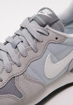 the latest 58e81 2cce0 Nike Sportswear INTERNATIONALIST - Trainers - wolf grey summit white pure  platinum cool grey - Zalando.co.uk