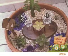 Sabe quem mais soltou a criatividade e fez um lindo minijardim? A Daniele Nobre, de Uberlândia (MG), que usou além de pequenas plantas, móveis em miniatura.