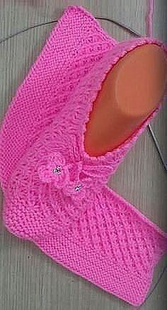Rectangle Knitting Slippers Ideal for beginners in knittin Knit Slippers Free Pattern, Crochet Slipper Pattern, Crochet Shoes, Crochet Clothes, Knit Crochet, Baby Knitting Patterns, Knitting Stitches, Free Knitting, Knitting Socks