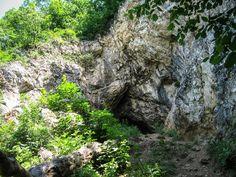 Sziklatornyok, kolostorrom és barlangok | Jeti a hegyen Hungary, River, Outdoor, Outdoors, Outdoor Games, Outdoor Life, Rivers