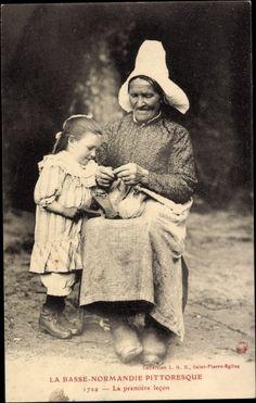 Postcard La Basse Normandie Pittoresque, La première lecon, Normandie, Stricken.  The first kinitting lesson. 1916