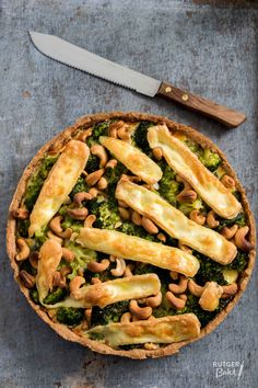Broccoli-brietaart - recept / Quiche with broccoli and brie - baking - recipe I Love Food, Good Food, Yummy Food, Vegetable Recipes, Vegetarian Recipes, Healthy Recipes, Endo Diet, Oven Dishes, High Tea