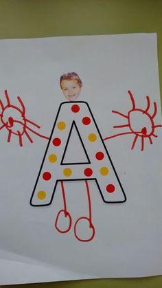 """Cada niño/a ha dibujado """"como si fuera su cuerpo"""" en la inicial de su nombre. Le hemos pegado la foto de la cara y este es el resultado. Ad... Letter Activities, Phonics Activities, Kindergarten Activities, Toddler Activities, Preschool, Kindergarden Art, Art Drawings For Kids, Letter Recognition, Photo Craft"""