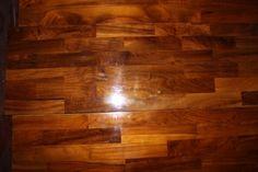 material Lantai kayu Jambi juga kerap digunakan pada lantai rumah. Parket adalah lantai kayu yang diterapkan pada lantai dengan tujuan untuk meningkatkan estetika bangunan, khususnya pada bagian dalam (interior) rumah.