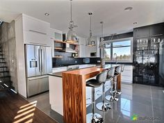 White, Warm Wood and Black kitchen decor Modern Kitchen Cabinets, Kitchen Dining, Island Kitchen, Dream Home Design, House Design, Kitchen Layout Plans, Black Kitchen Decor, High Gloss Kitchen, Cuisines Design
