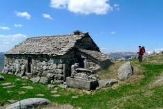 Le buron de Niercombe, Cantal Cottages Uk, Stone Cottages, Stone Cabin, Belle France, Clermont Ferrand, Stone Masonry, Dry Stone, Medieval Life, Dordogne