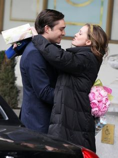Leighton jokes around with Ed on set. I would have DIED if I saw the filming of this.