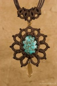 pendant Tatting Earrings, Tatting Jewelry, Art Beauté, Needle Tatting Patterns, Crochet Bracelet, Homemade Jewelry, Lace Making, Bobbin Lace, Crochet Accessories