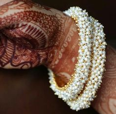 Indian Jewelry Earrings, Jewelry Design Earrings, Indian Wedding Jewelry, Hand Jewelry, Beaded Jewelry, Silver Jewelry, Silver Bracelets, Jewelery, Thread Bangles Design