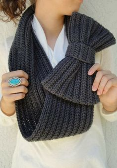 Soft and chunky infinity scarf fashion