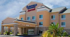 Fairfield Inn & Suites Carlsbad: Earn Rewards points and stay productive when traveling to Carlsbad.