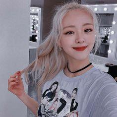 ~𝓘𝓬𝓸𝓷𝓼 𝓯𝓻𝓸𝓶 𝓹𝓲𝓷𝓽𝓮𝓻𝓮𝓼𝓽 ♡‧₊˚ # Rastgele # amreading # books # wattpad Kpop Girl Groups, Korean Girl Groups, Kpop Girls, Kpop Aesthetic, Aesthetic Girl, K Pop, Korean Best Friends, Fandom, Aesthetic Pictures