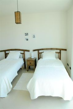 Bedroom decorated with simple style and natural materials. Villa rental www.villagrancanaria.com