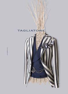 TAGLIATORE(タリアトーレ)は1960年代に創業したLERARIO(レラリオ)社が母体となり、二代目のPino Lerario(ピーノ・レラリオ)が立ち上げたブランドです。トレメッツォは、TAGLIATORE(タリアトーレ)の正規代理店です。 Suit Fashion, Male Fashion, Tartan Men, Blazer Outfits Men, Gentlemens Guide, Elegant Man, Mens Attire, Wedding Suits, Sport Coat