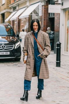 Fashion Styles for Women Outfits Editorial Eclectic Style Essential # Moderner Graben Street Style Trends, Nyc Street Style, Street Look, Autumn Street Style, Cold Weather Outfits, Winter Outfits, Cold Weather Clothing, Cold Weather Fashion, Loafers Outfit