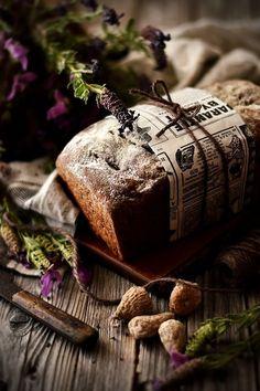 noperfectdayforbananafish: (via Sweet Gula: Pão. Dark Food Photography, Bread And Pastries, Artisan Bread, Daily Bread, Antipasto, Sugar And Spice, Macaroons, Bread Baking, Belle Photo
