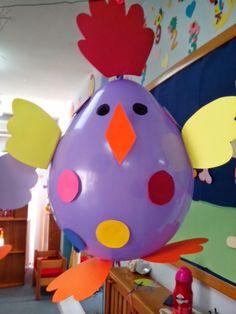 Και μια ακόμη πασχαλινή κατασκευή μας με κοτοπουλάκια!  Παρδαλά και άκρως πολύχρωμα κοτοπουλάκια από μπαλόνια!   Τα παιδιά έκοψαν κύκλους α...