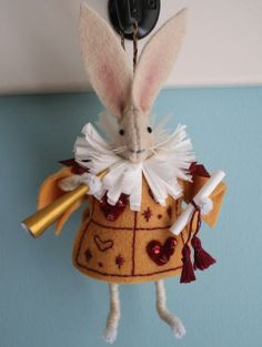 mmmcrafts: handmade gifts Alice In Wonderland yourself eminem cards your fingers Handmade Crafts, Diy Crafts, Handmade Dolls, Oyin Handmade, Handmade House, Handmade Jewelry, Handmade Headbands, Handmade Pottery, Handmade Rugs