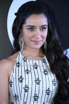 Bollywood Actors, Bollywood Celebrities, Bollywood Fashion, Prettiest Actresses, Beautiful Actresses, Aalia Bhatt, Shraddha Kapoor Cute, Alia Bhatt Cute, Sraddha Kapoor