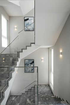 With wrought iron railing instead of glass situation, would be so great Interior Stairs, Office Interior Design, Interior Exterior, Loft Staircase, Marble Staircase, Railing Design, Staircase Design, Stair Lighting, Stair Handrail
