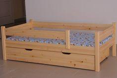 Közepes méretű fekvőfelületével és végig korlátos oldalával a kisebb gyerkőcök hosszú ideig használhatják ezt a típusú Etsbergeres ágyat. Az ágyvázhoz tartozék az ágyborda, a matrac és az ágyneműrtó fiók viszont külön rendelhető. Lapraszerelt állapotban érkezik a gyártótól.