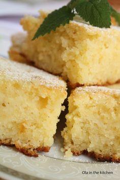 Ola in the Kitchen: Ciasto z kaszą manną i morelami