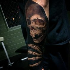Tatuagem de Caveira   Realista no Braço