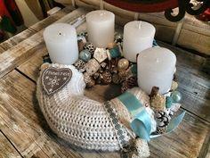 Advent Christmas Advent Wreath, Xmas, Diy Wreath, Pillar Candles, Winter Wreaths, Home Decor, Christmas Wreaths, Advent Wreaths, Noel