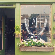 Hollow cafe a coffee shop that looks cute. Café Bar, Opening A Coffee Shop, Cafe Logo, Cute Cafe, Cafe Bistro, French Bistro, Cafe Shop, Cafe Restaurant, Bakery Cafe