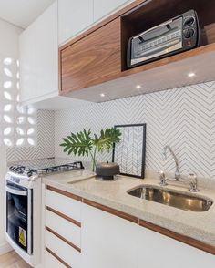 """187 Likes, 1 Comments - Nosso Apê Diferentão (@nossoapediferentao) on Instagram: """"Amei esse revestimento para a cozinha! #cozinhaplanejada #revestimentocozinha #apartamentopequeno…"""""""