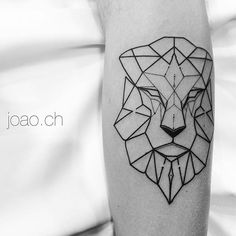 Lion #Lion #geometric #geometria #brazil #tattrx #sampa #equillatera #tattoaria #inspiredtattoos #tattooistartmag