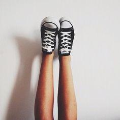 converse, shoes, and black image Black Converse, Converse All Star, Converse Chuck Taylor, Converse Shoes, Converse Fashion, Sneak Attack, Pumped Up Kicks, Bonnie Bennett, Katherine Pierce